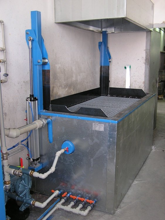 Varnish remover equipment<br />CONTEG Pelhrimov varnish remover equipment with lifting gridiron.
